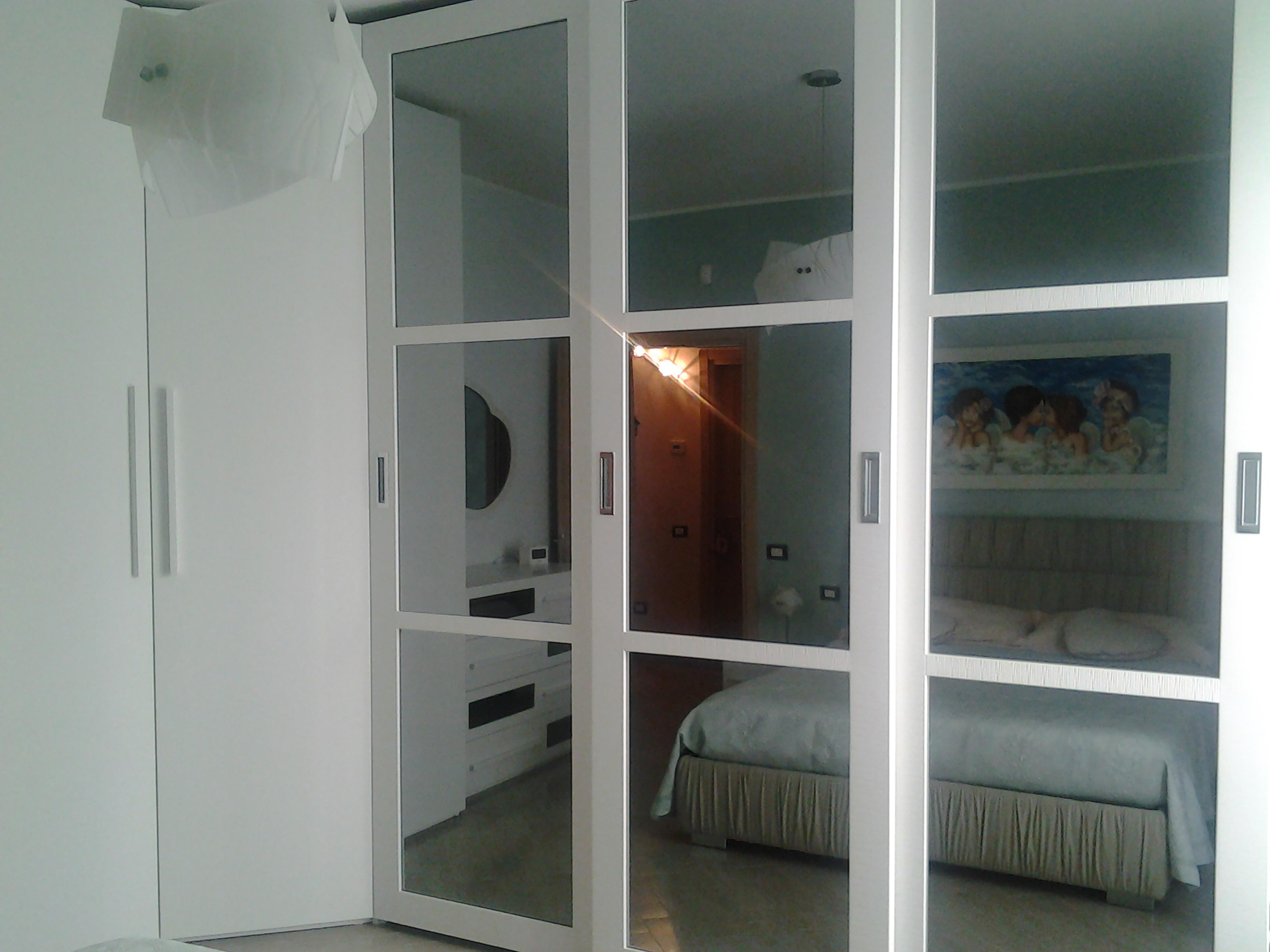armadio bianco su misura realizzato da linea legno