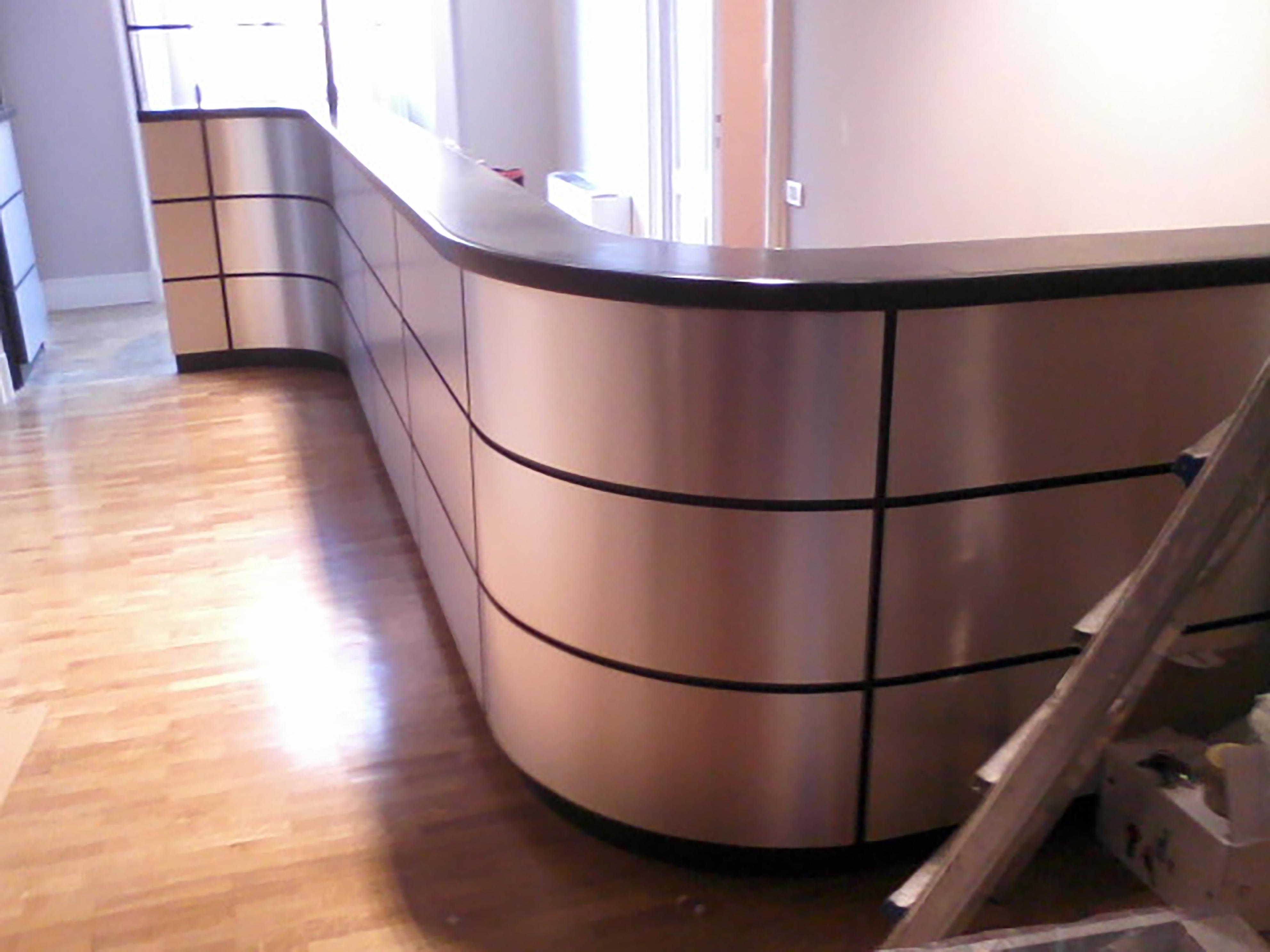 bancone bar su misura realizzato da linea legno