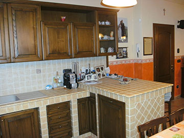 cucina rustica in legno marrone e muratura