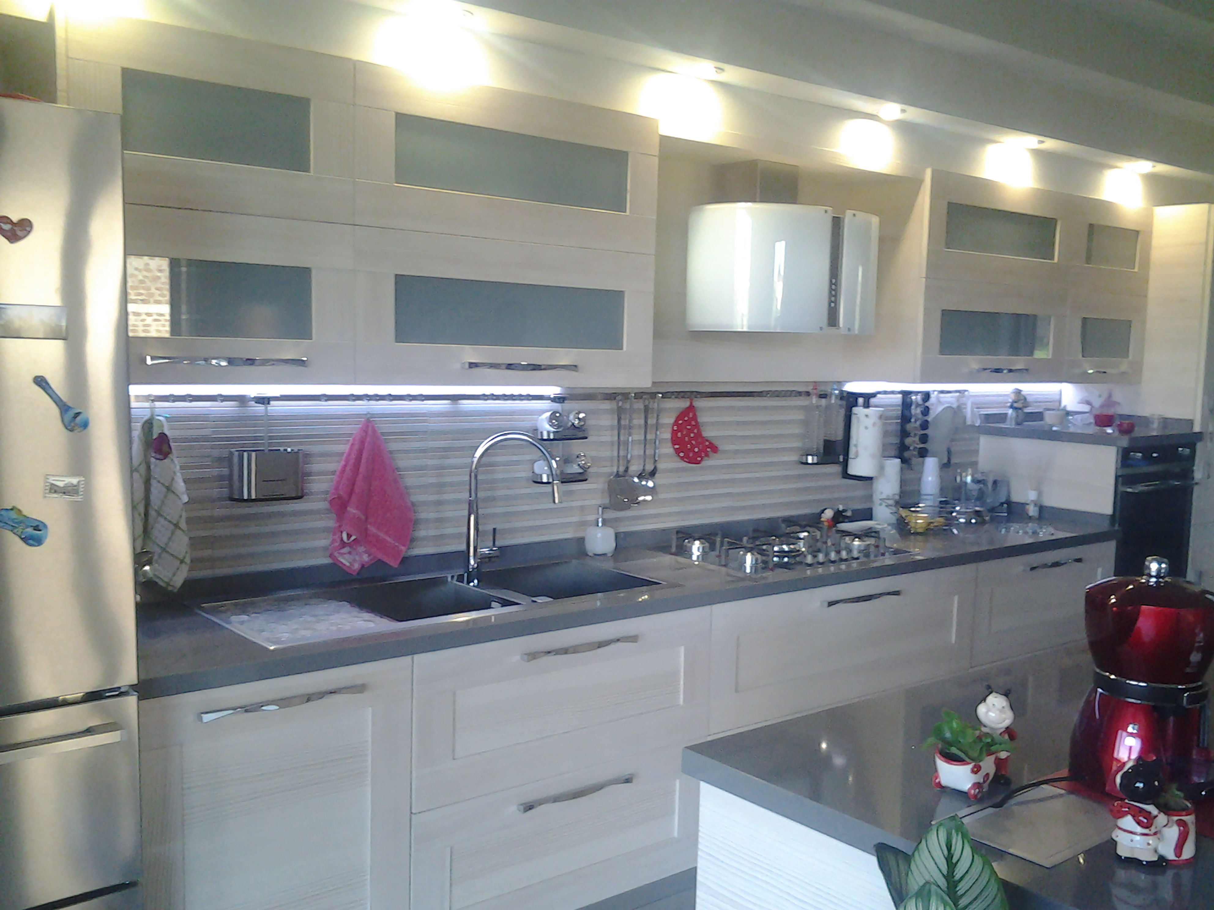 cucina su misura bianca realizzata da linea legno