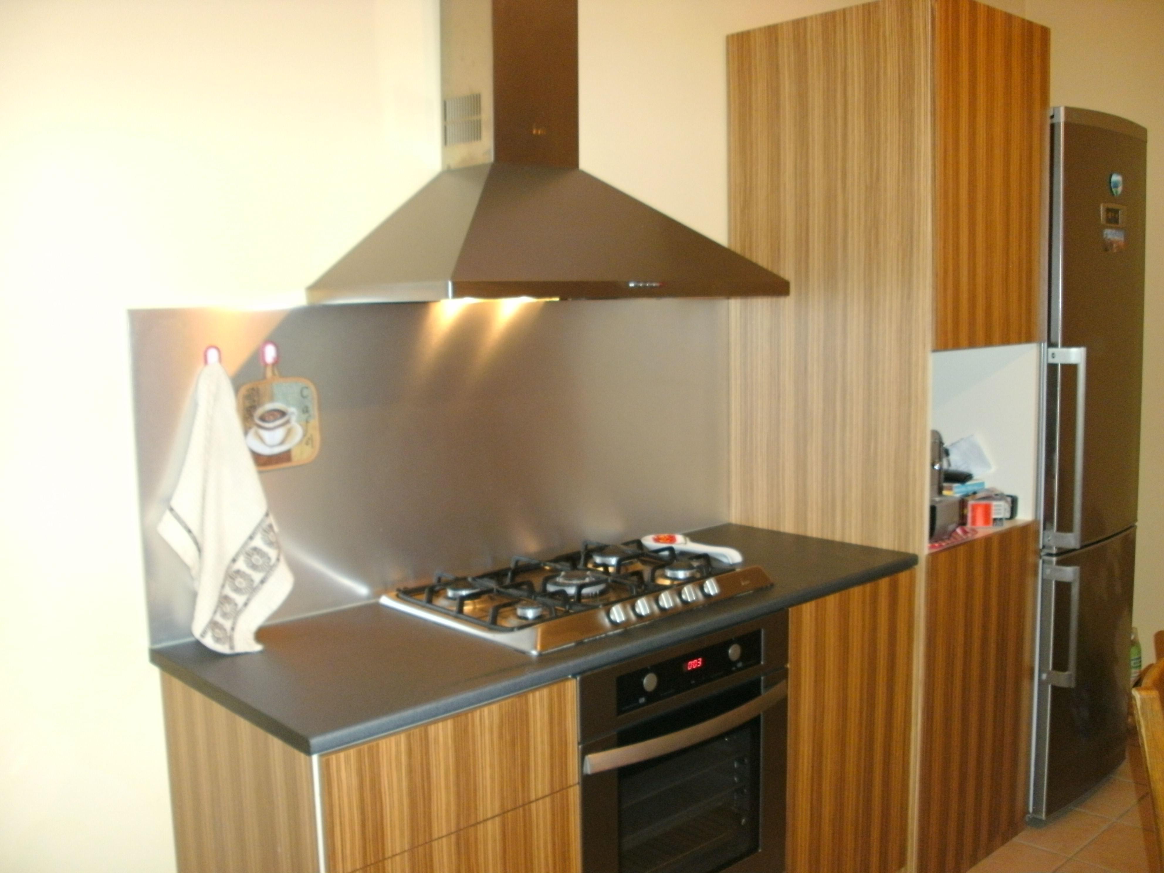 cucina su misura marrone realizzata da linea legno