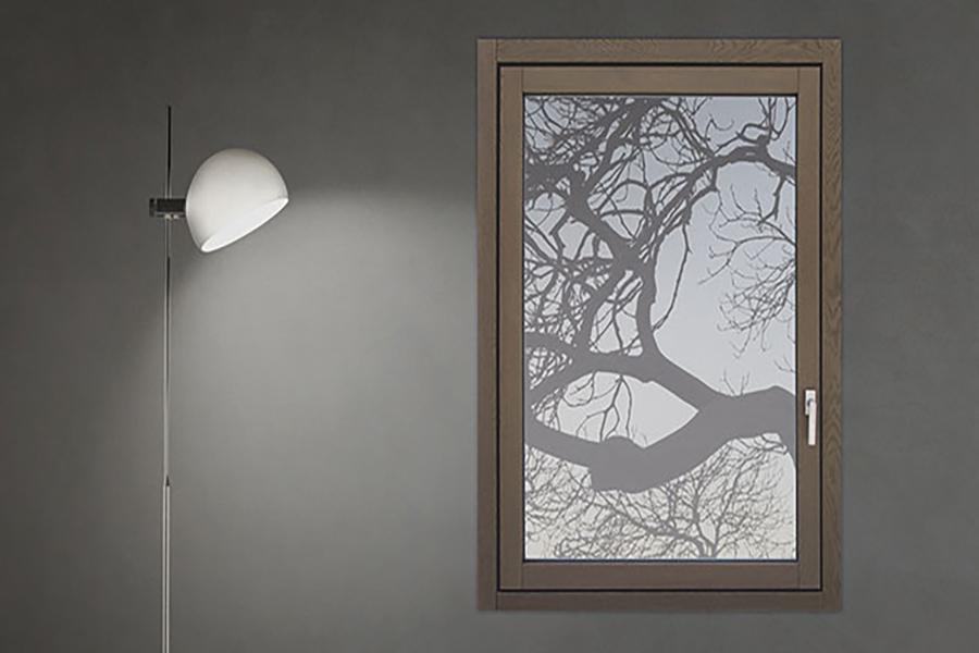 finestra vasistas in legno massello grigio realizzata da linea legno