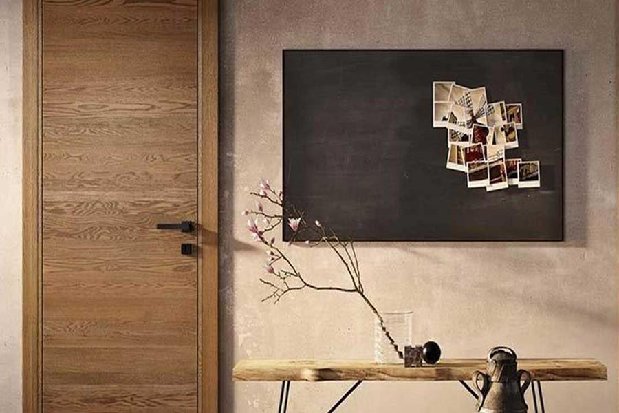 porta da interno in legno massello marrone realizzata da linea legno