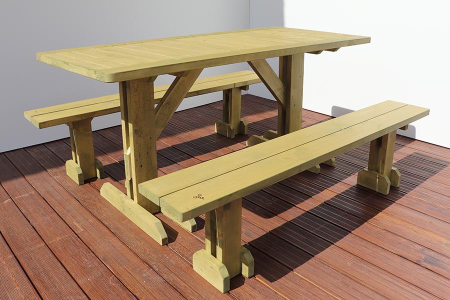 tavolo con pache da esterno marrone chiaro realizzato da linea legno
