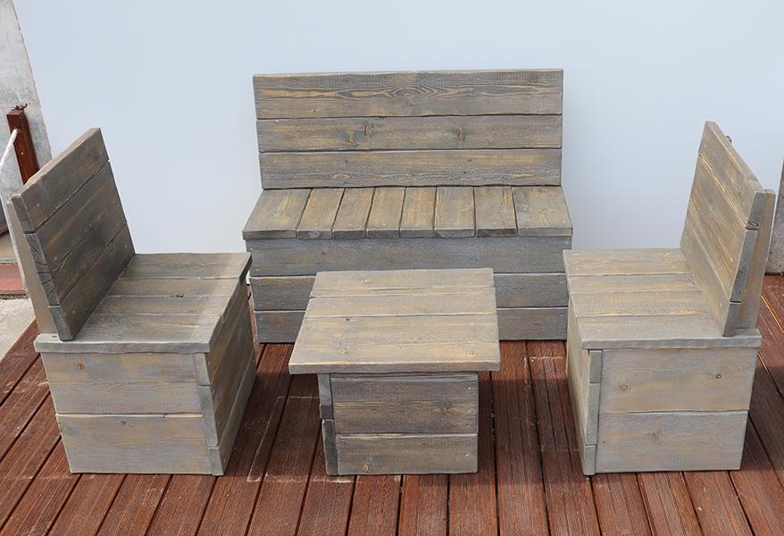 tavolo con pache da esterno grigio realizzato da linea legno