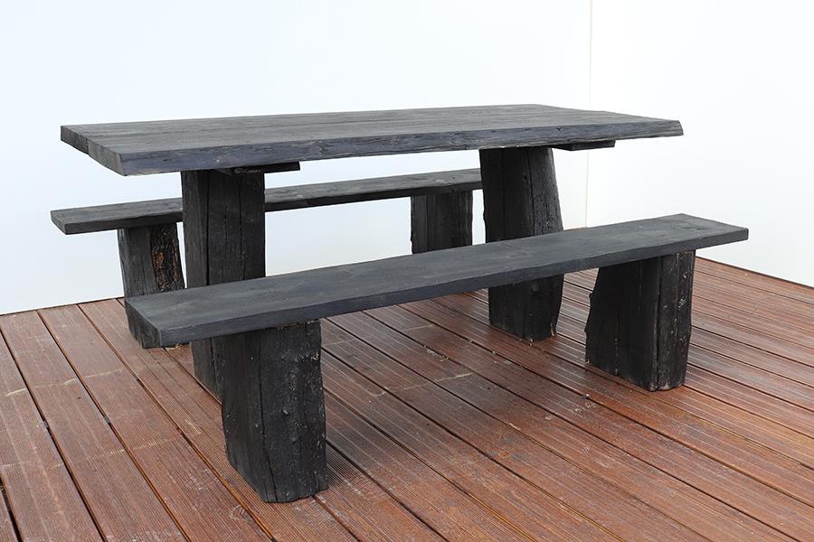 tavolo da esterno nero in legno design realizzato da linea legno