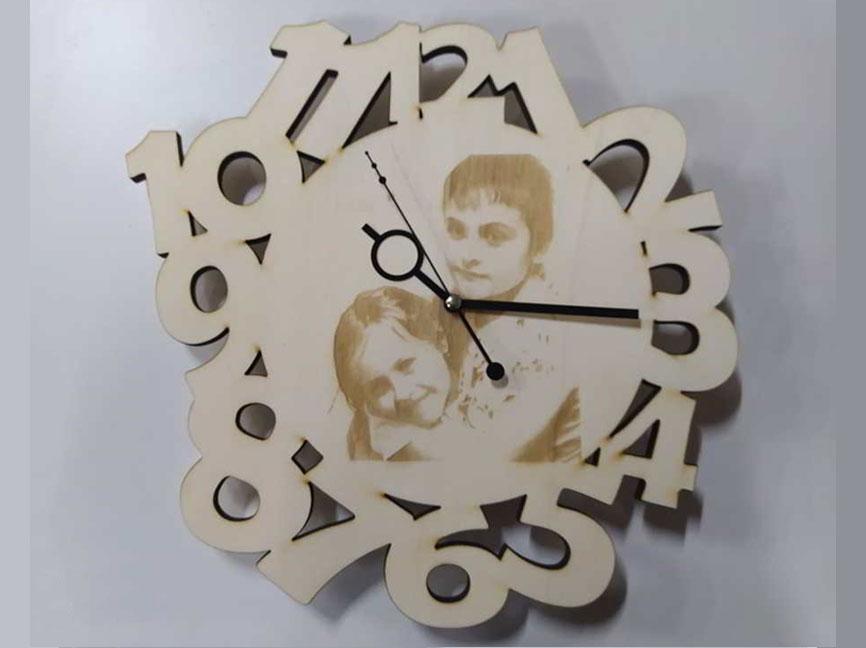 orologio-da-parete-in-legno-con-incisione-laser