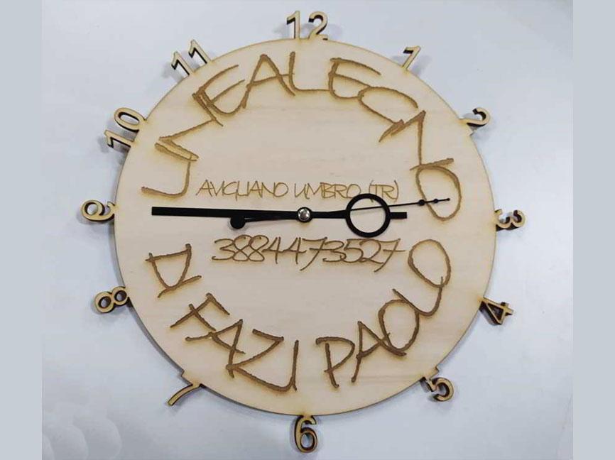 orologio-parete-in-legno-taglio-laser